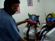 peruanas todas unas hermanas realizando buena chupada de consolador