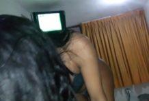 linda peruana caliente dando una buena chupada en motel
