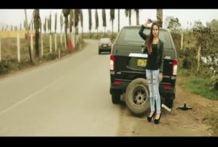 Linda caliente peruana la cual se encuentra barado en carretera