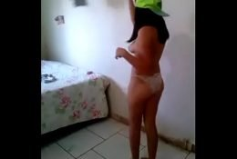 Chibolita Bailando y Mostrando su conchita