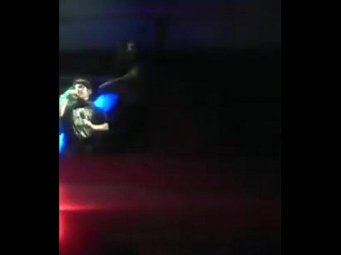 Se desnuda en discoteca en Ayacucho